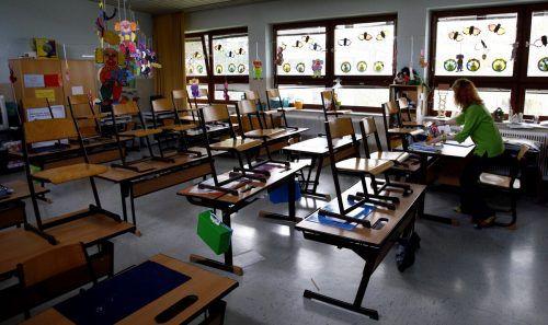 Leere Klassenzimmer sind zwar derzeit offiziell angesagt, Betreuung an den Schulen gibt es trotzdem.APA