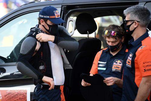 Matthias Walkner rüstet sich für die erste Ausfahrt bei der Dakar heute in Dschidda.apa