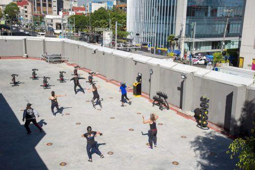 Menschen in Mexiko City nutzen große Parkanlagen, Parks oder Sportplätze im Freien für ein Workout in Coronazeiten. AFP