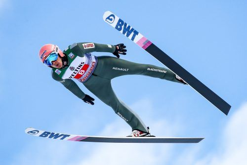 Mit einem 144-Meter-Sprung sicherte sich der Pole Dawid Kubacki überlegen den Tourneesieg in Garmisch-Partenkirchen.gepa