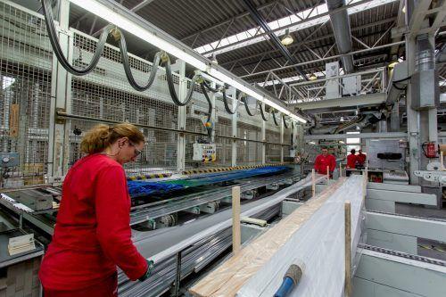 Mitarbeiter von Hydro Nenzing haben entscheidend zum Erfolg 2020 beigetragen. Sie erhielten gleich zwei Bonuszahlungen. VN/RP