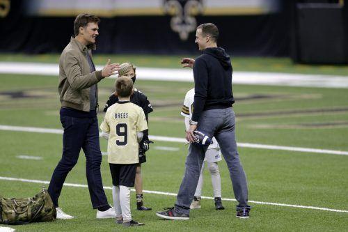 Nach dem Spiel gingen Tom Brady (links) und Drew Brees noch einmal aufeinander zu.ap