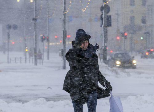 Nach den heftigen Schneefällen soll eine Kältewelle folgen. AP