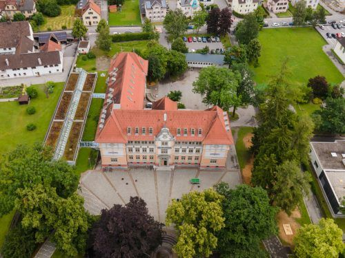 Nachdem im Vorjahr der Planungswettbewerb durchgeführt wurde, soll der Zubau bei der Volksschule Mitte in diesem Herbst starten.VN/Lerch