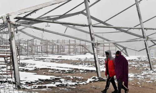 Noch immer sind die Flüchtlinge im bosnischen Lipa nahe der Grenze zur EU schutzlos der Kälte ausgeliefert. Die EU erhöht nun den Druck. AP