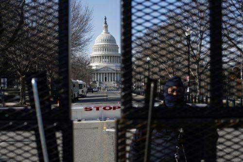Sorge vor Krawallen: Kurz vor der Amtseinführung von Joe Biden nahm die Polizei in Washington einen bewaffneten Verdächtigen fest. reuters