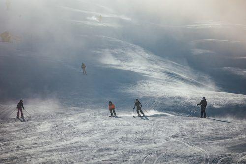 Für die einheimischen Skifahrer gab es in der nun zu Ende gehenden Saison 2020/21 auf den Pisten (im Bild: Damüls) mehr als genug Platz.VN/Sams
