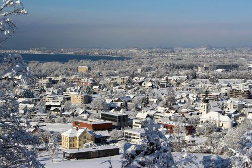 Tief verschneit zeigt sich Lochau in diesen Tagen. In den kommenden Tagen soll ein Südföhn für mildere Temperaturen sorgen.bms/4