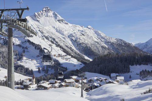Trotz herber Einbußen haben sich die Vorarlberger Seilbahnen (Bild: Dorfbahn Warth) darauf geeinigt, auch in Zukunft für die heimischen Gäste in Betrieb zu bleiben. FA