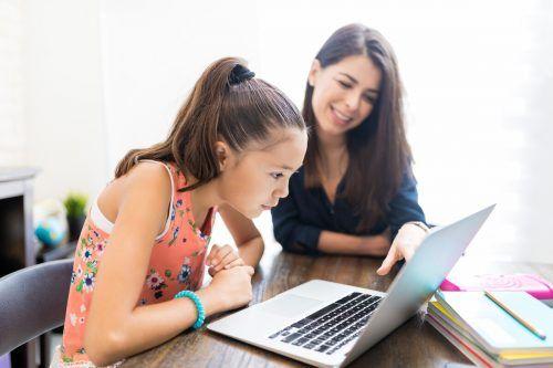 Viele Kinder kommen mit Homelearning gut zurecht. Sie schätzen aber die Unterstützung durch die Eltern. Shutterstock