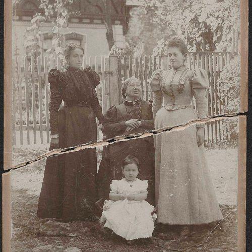 Vier Generationen auf einem Bild: Karoline Reichenbach (links), ihre Mutter Bertha Bernheimer, ihre Tochter Klara und ihre Enkelin.JM