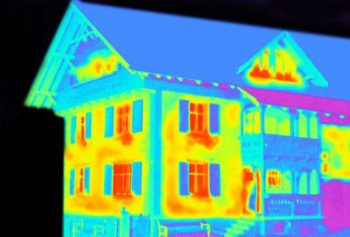 Wärmebildaufnahmen zeigen den Hauseigentümern, wie gut die Dämmung eines Gebäudes tatsächlich ist.ME