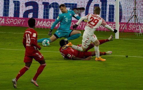 Welttorhüter Manuel Neuer hielt mit seinen Paraden den FC Bayern im Heimspiel gegen Mainz gleich mehrere Male im Spiel.afp