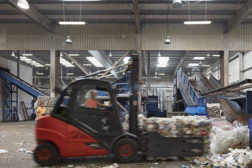 130.000 Tonnen PET und 60.000 Tonnen PE können bereits jetzt jährlich in eigenen Werken recyclet werden.FA