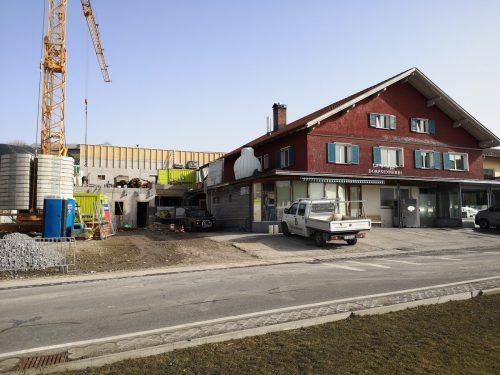23.000 Schnittkäse-Laibe finden in dem neuen Käsekeller hinter der Dorfsennerei Platz. me