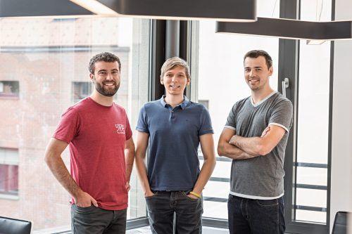 Alexander Bitsche (i.) mit Daniel Ender (l.) und Tobias Klien. webgears