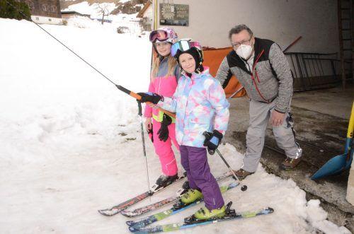 Amelie und Sofie verbringen gerne ihre Freizeit am Paludalift und kennen Kemal Yilmaz schon von klein auf.DOB