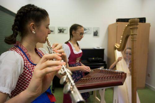 """Auftritt der Sunnaberg Mädls: Wenige Tage vor dem Lockdown ist sich der Musikwettbewerb """"Prima la musica"""" im letzten Jahr gerade noch ausgegangen. Vn/RP"""