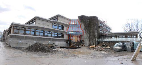 Der Umbau der Mittelschule Mittelweiherburg in Hard kostet rund 20 Millionen Euro. ajk