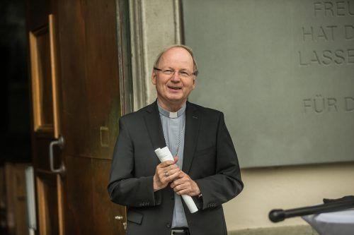 Bischof Benno will wissen, was läuft und welche Fragen kursieren. VN/Steurer