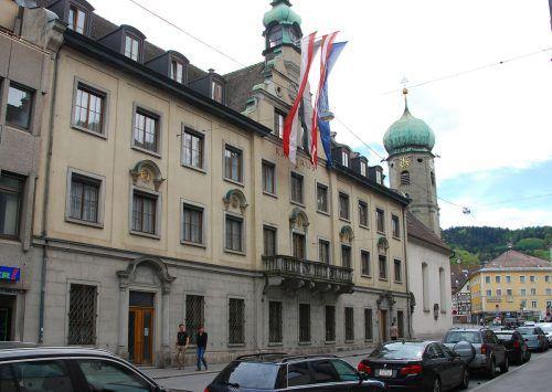 Bregenzer SP-Stadtchef Ritsch (r.) holt Landesvolksanwalt Florian Bachmayr-Heyda an seine Seite ins Rathaus. VN