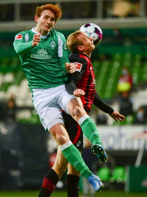 Bremens US-Angreifer Joshua Sargen (l.) gegen Frankfurts Martin Hinteregger.afp
