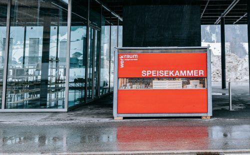 Das Angebot der Speisekammer beim Werkraumhaus in Andelsbuch kann rund um die Uhr genutzt werden.