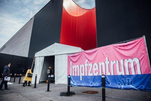 Das Impfzentrum im Messequartier in Dornbirn war am Wochenende für einmal wieder stark frequentiert. vn/sams