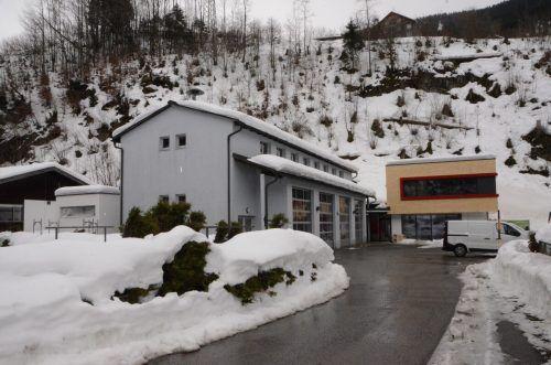 Das neue Feuerwehr- und Bergrettungsheim soll im Frühsommer bezugsfertig sein. DOB