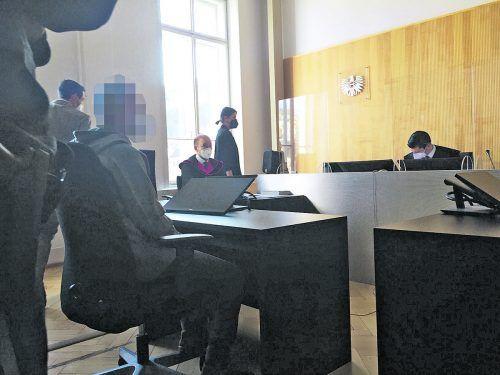 Der Angeklagte (l.) war sich bei der Verhandlung zwar keiner Schuld bewusst, das Urteil akzeptierte er dennoch. VN/SOHM