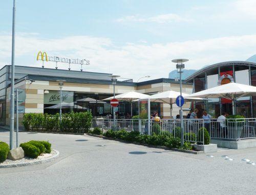 Der McDonald's aus dem Jahr 2000 wird abgerissen und neu gebaut.