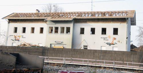Der seit Langen leer stehende Bahnhof Hard-Fußach wird abgebrochen. ajk/3