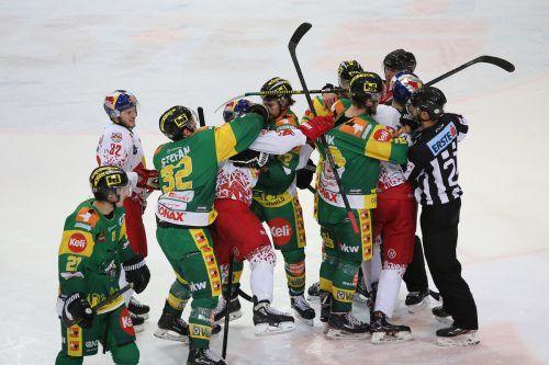 Die Duelle zwischen dem EHC Lustenau und den Salzburg Juniors waren immer von Emotionen begleitet.gepa