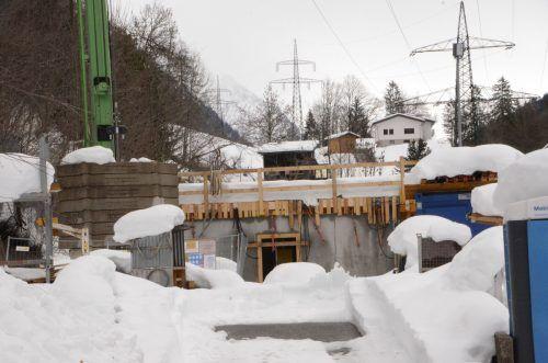 Auf der Baustelle des FC Klostertal herrscht derzeit Stillstand. Der Schnee sorgte für einen unfreiwilligen Baustopp. DOB