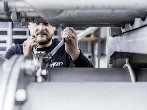 Die Firma Wagner GmbH aus Nüziders liefert insgesamt 24 Module für eines der größten Holzgaskraftwerke der Welt in Frauenfeld. FA