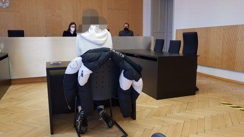 Die Frau entschuldigt sich beim Prozess bei ihrem Ex-Freund. EC