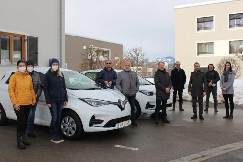 Die Krankenpflegevereine Mäder und Koblach haben kürzlich zwei neue Elektrofahrzeuge erhalten.GEmeinde Mäder