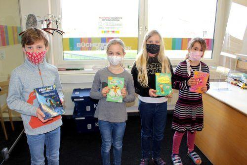 """Die Lochauer Schuljugend kommt gerne in ihre """"Zentrale Schulbibliothek"""", coronabedingt leider mit FFP2-Maske und entsprechendem Abstand.bms"""