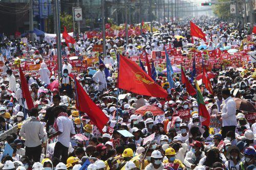 Die Massendemos in dem südostasiatischen Land reißen nicht ab. AP