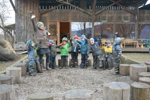 """Die """"Riedfüchse"""" des Lustenauer Riedkindergartens haben Spaß beim Spielen im Freien.bvs (2)"""