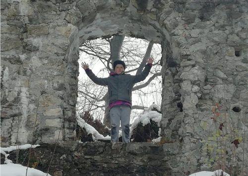 Die Sicht auf die Burgmauern ist durch den Einsatz von Freiwilligen wieder gegeben. MIMA