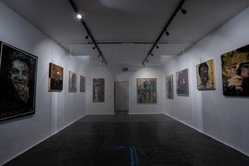 Elf Werke von Stefan Finzgar und eine Hologramm-Multimediainstallation sind in der neuen Galerie am Schlossgraben zu sehen.Uysal