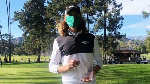 Erste Siegertrophäe für Igor Hänel bei einem amerikanischen College-Turnier mit seinem Team aus Phoenix.UO
