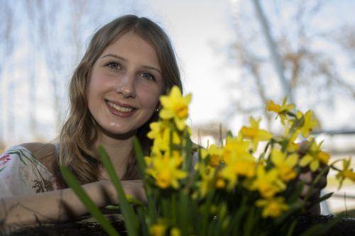 Es liegt Frühlingsduft in der Luft! Auch Selina aus Höchst freut sich auf die blühende Jahreszeit.