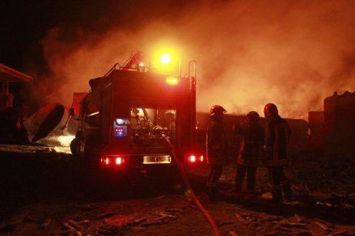 Etwa 500 Tankwagen brannten an der afghanische Grenze. AP