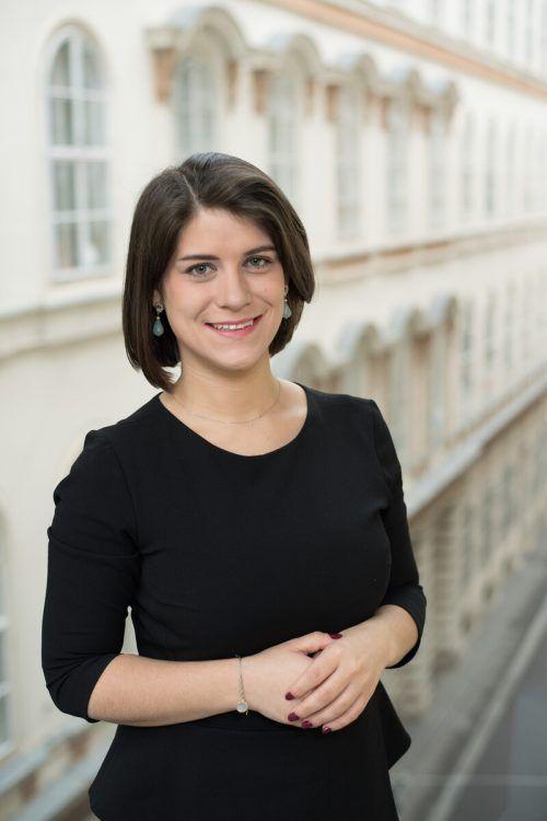 Claudia Türtscher arbeitet mit Schallenberg seit 2019 zusammen. Nun wechselt sie mit ihm ins Kanzleramt.apa