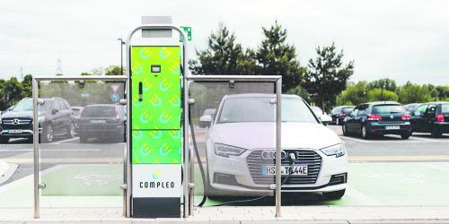 Compleo-Ladesäulen sorgen europaweit dafür, dass E-Autos auch wirklich mobil sind. Fa