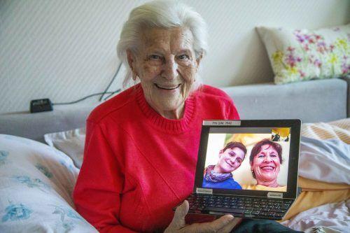 Agnes Rettenbacher steht mit ihren Lieben digital in Verbindung. VN/Paulitsch