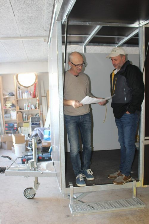 Gemeinsam mit dem Tischler Kaspar Meusburger wird die Innenausstattung konzipiert. STP/2