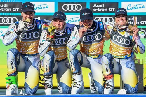 Gold schmeckt gut. Norwegens Skiteam feiert den Weltmeistertitel ausgelassen. APA